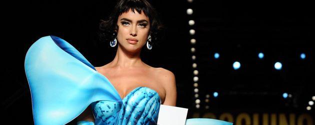 Irina Shayk auf der Moschino Modenschau
