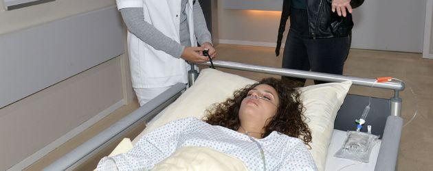 Iris Mareike Steen mit Linda Marlen Runge und Nadine Menz im GZSZ-Krankenhaus