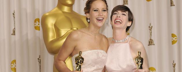 Anne Hathaway und Jennifer Lawrence