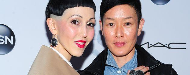 Jenny Shimizu und Ehefrau Michelle Harper während der Premiere von Iris in New York