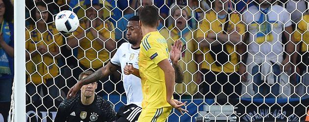 Jérôme Boateng verhindert ein Tor bei der EM 2016