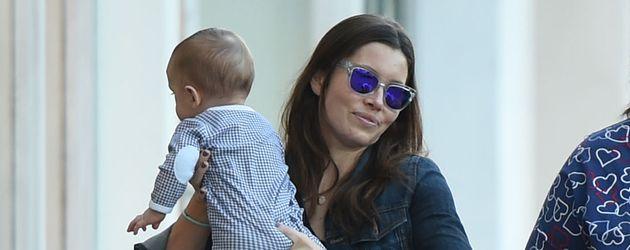 Jessica Biel mit ihrem Sohn Silas Randall Timberlake