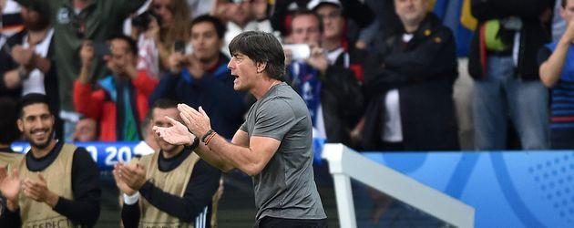 Joachim Löw feuert sein Team an