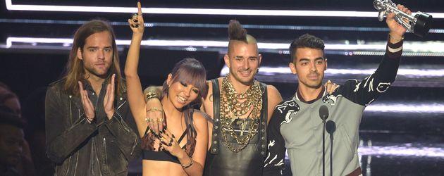 Joe Jonas mit DNCE bei den VMAs 2016