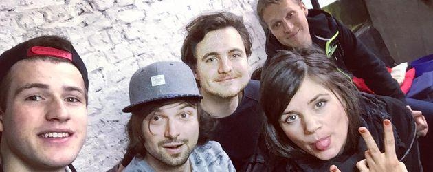 Joyce Ilg mit Oliver Pocher (hinten) und anderen Youtubern bei einem Dreh
