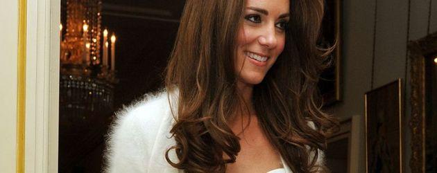 Kate in ihrem Party-Kleid