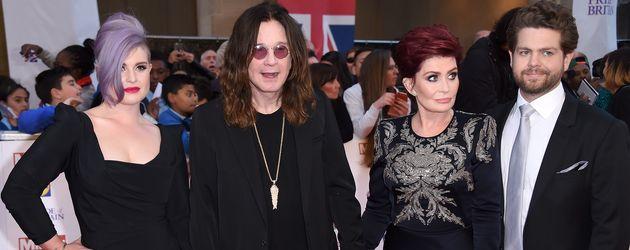 "Kelly Osbourne, Ozzy Osbourne, Sharon Osbourne und Jack Osbourne bei den ""Pride of Britain Awards"""