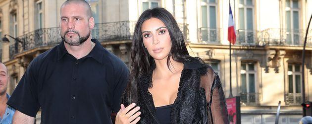 Kim Kardashian mit ihrem Bodyguard Pascal Duvier in Paris