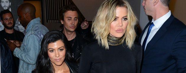 Kourtney und Khloe Kardashian auf der Geburtstagsparty von Schwester Kendall im November 2016 in LA