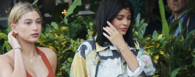 Kylie Jenner und Hailey Baldwin