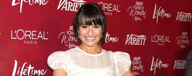 Lea Michele weißes Kleid Ganzkörperbild