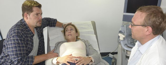Leon (Daniel Fehlow) und Sophie (Lea Marlen Woitack) erfahren eine schreckliche Diagnose
