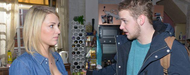 Lily (Iris Mareike Steen) und Jonas (Felix van Deventer) bei GZSZ