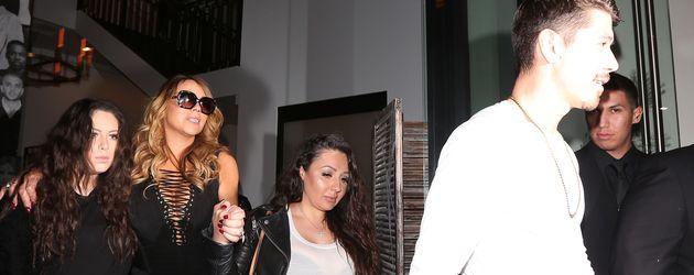 """Mariah Carey und Bryan Tanaka  beim Verlassen des """"Catch""""-Restaurants in L.A."""
