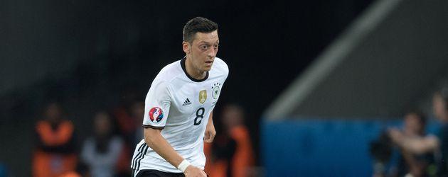 Mesut Özil  beim EM-Spiel gegen die Ukraine