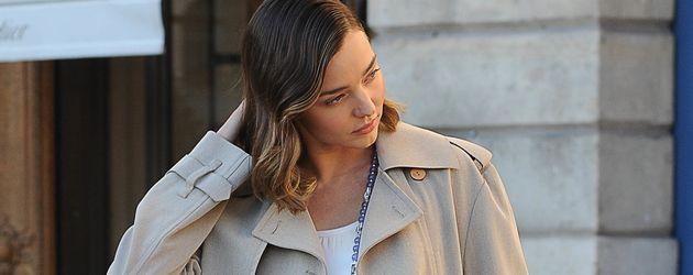 Miranda Kerr bei einem Fotoshooting auf der Paris Fashion Week