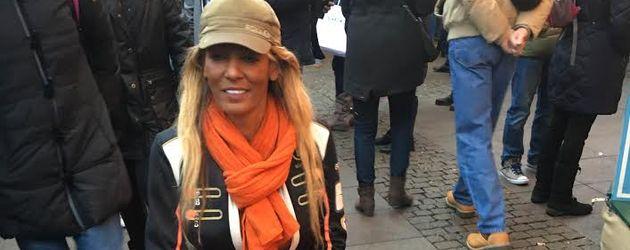 Nadja Abd el Farrag auf dem Weihnachtsmarkt in Hamburg