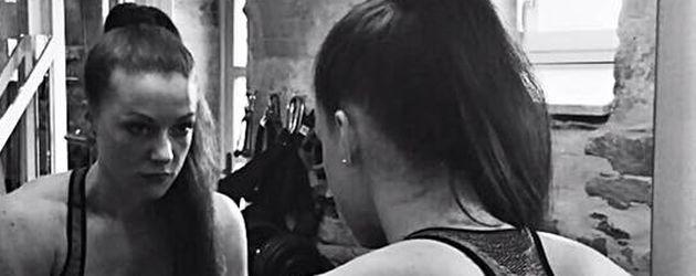 "Ex-""Bachelor""-Kandidatin Nena Buddemeier im Fitnessstudio"
