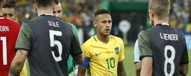 Neymar Jr, Süle und Bender beim Olympia-Finalspiel in Rio de Janeiro