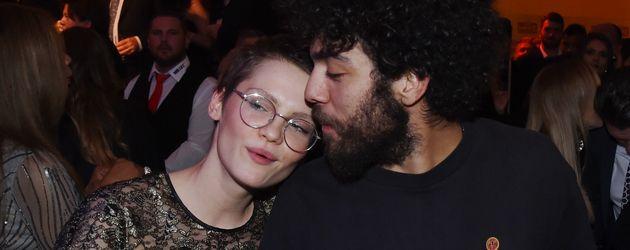 Noah Becker und Nacktmodel Elizabeth Ehrlich