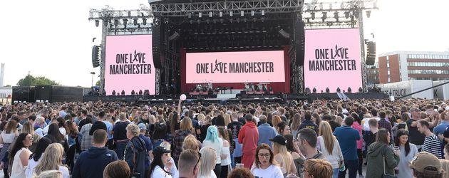 """Fans beim """"One Love Manchester""""-Konzert"""