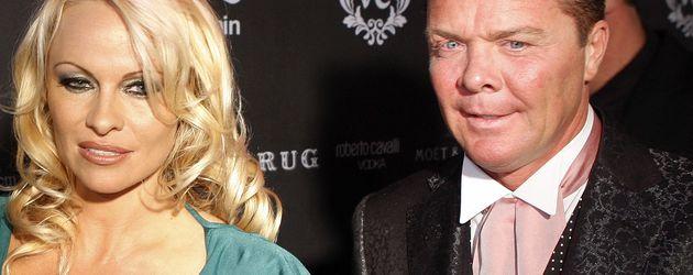 Pamela Anderson und Prinz Marcus von Anhalt in einem VIP-Club