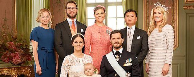 Prinz Alexander von Schweden mit seinen Eltern und seinen Taufpaten