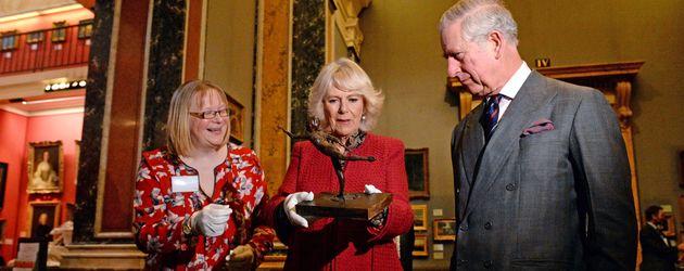 Prinz Charles und Herzogin Camilla im Fitzwilliam Museum der Universität Cambridge