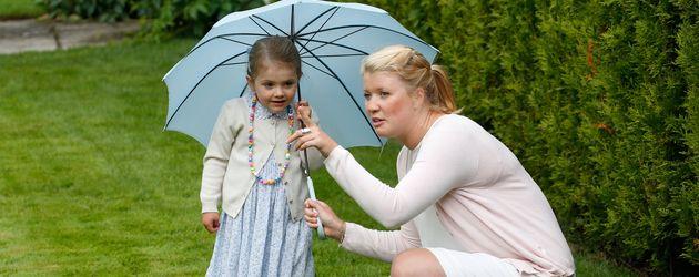 Prinzessin Estelle von Schweden mit ihrer Nanny Katie 2015