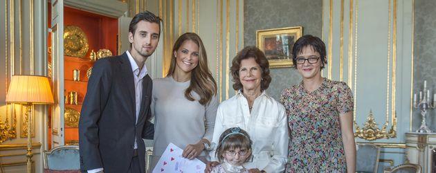 Prinzessin Madeleine und Königin Silvia von Schweden mit Fan Enna, ihrem Bruder und ihrer Mama