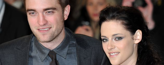 """Robert Pattinson und Kristen Stewart bei einer """"Twilight""""-Premiere im Jahr 2011"""
