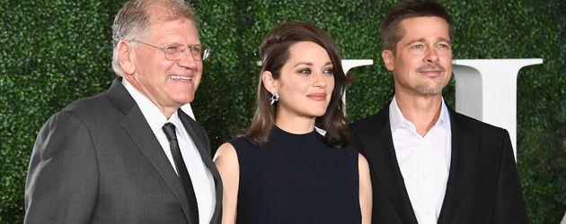 """Robert Zemeckis, Marion Cotillard und Brad Pitt bei der """"Allied""""-Premiere"""