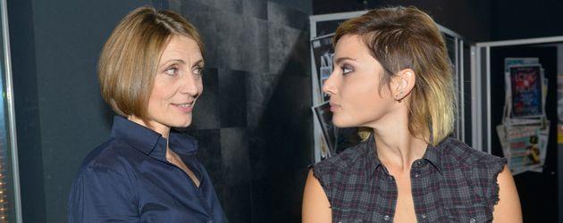 Rosa (Joana Schümer) und Anni (Linda Marlen Runge) von GZSZ