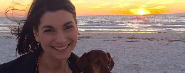 Samantha Edwards am Strand in Florida