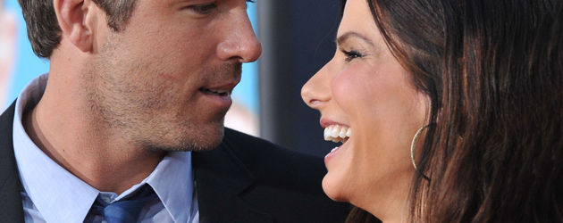 Sandra Bullock ganz verliebt mit Ryan Reynolds