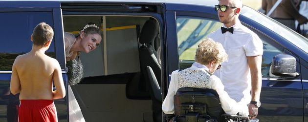Sarah Elena Timpe und Samuel Koch bei ihrer Ankunft zur standesamtlichen Hochzeit