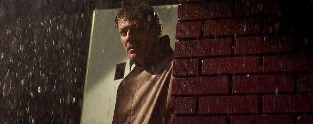 Sean Bean im Regen
