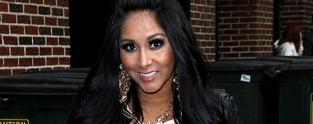 knallig snooki zeigt ihre neue haarfarbe. Black Bedroom Furniture Sets. Home Design Ideas