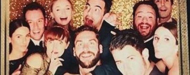 Sophie Turner und Joe Jonas (oben Mitte) mit Nick Jonas (vorne rechts) auf einer Hochzeitsfeier