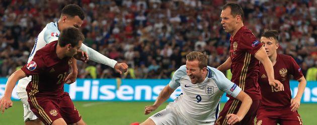 Spieler im Match Russland gegen England