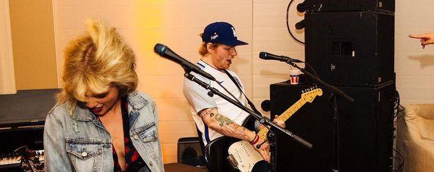 Taylor Swift und Ed Sheeran auf einer Party