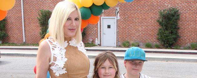 Tori Spelling mit ihren Kindern Stella, Hattie, Liam und Finn McDermott