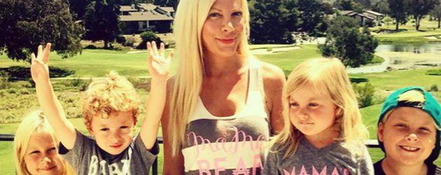 Tori Spelling mit ihren vier Kids